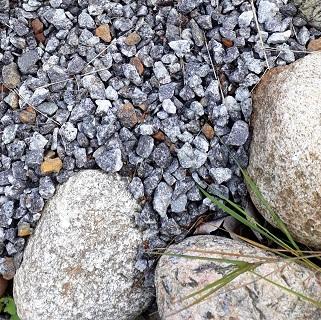 Kivet auttavat pressun pysymistä paikoillaan